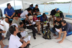 Representatives from the Coral Triangle countries learn how to assess the effectiveness of a marine protected area during a regional exchange held in Cebu, Philippines, 14-18 July, 2014. (Photo by: Pablo Delos Reyes/DENR-BMB)